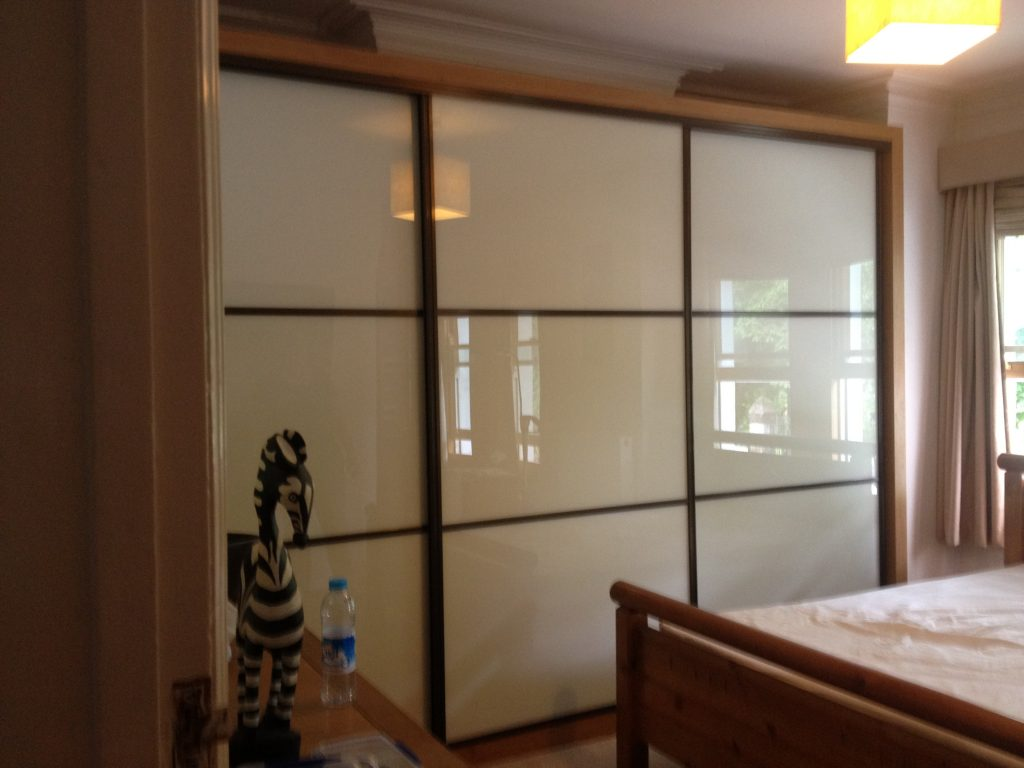sliding doors wardrobe with ivory glass