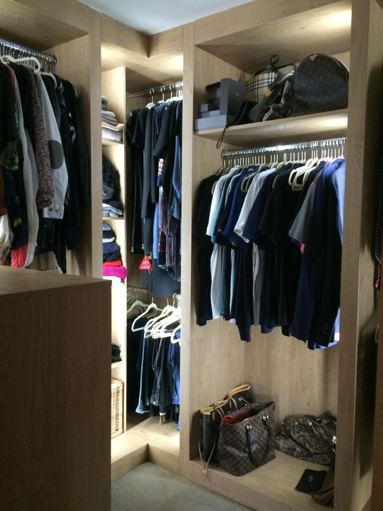 Walk in wardrobe in oak